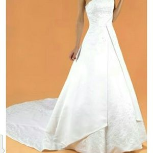 Plus size 22 wedding gown & matching veil